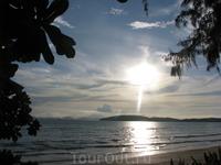 Ao Nang Beach, все отели расположены как в Паттайе - пляж через шоссе.