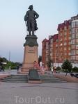Потом погуляли по набережной.Очень красивое и благоустроенное место.Венец набережной-памятник Петру Первому