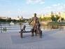 Памятник семье у Лебединого озера