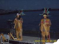 кто бывал в Ялте,тот хорошо знает этих замечательных ребят из Перу (классно исполняют национальные песни и музыку).