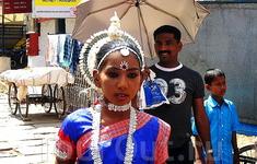 Просто удачное фото.Кусочек яркой Индии, как будто вырезанной из фильма))))