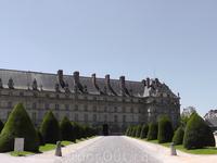 Возле Дома Инвалидов в Париже.
