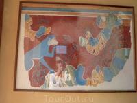 Кносский дворец. Стены дворца были богато украшены фресками. Эта фреска изображает голубую обезьяну. Не понятно откуда она взялась на Крите? По крайне ...