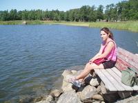 Есть места в городе где можно передохнуть и полюбоваться на озеро