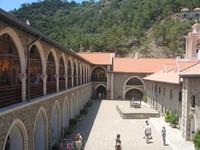 внутренний двор монастыря Киккос