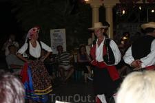 Греческий вечер. Танцевать и веселится они мастера.