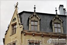 Старый город с его сказочными жителями на крышах и стенах старых домов просто прекрасен !