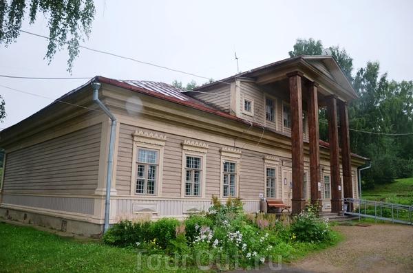 Смоленск, Талашкино, здание ремесленной школы  М. К. Тенишевой. Знаменитая смоленская меценатка создала в своем имении удивительный художественный центр, получивший известность не только в России, но и за ее пределами.