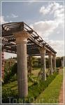 настоящие древнеримские колонны,Gardens of Champ de Bataille