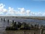 Белое озеро. Устье реки Муньги. Ее берега когда-то были укреплены бревнами.