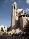 Возведенная в 13-14 вв. готическая церковь Сан-Фелиу (Sant Feliu) была некогда частью городских укреплений. Ее необычная многогранная колокольня очень ...