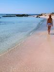 На уникальном пляже Элафониси с розовым песком.