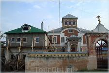 строение напротив Спасской церкви