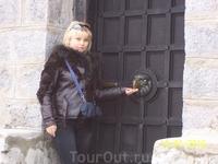 Дверь памятника с другой стороны