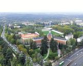 Университетский городок. На переднем плане - здание ректората. Справа - круглое здание похожее на стадион - это Corona de Espinas - здание Центра Исторического ...