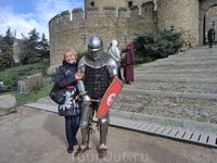 И рыцари не перевелись на испанской земле :) Эти ребята из клуба исторических реконструкций охотно с вами фотографируются, дают посмотреть обмундирование ...