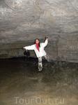 Пещера Медео, названа по знаменитому катку. Первый грот покрыт льдом, можно брать коньки. Были в двух гротах - первый - огромный с ледяным полом, второй ...