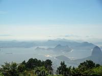 Поднявшись наверх на гору, открываются шикарнейшие виды на Рио-де-Жанейро. Единственное, что с утра там немного все в дымке, в тумане, но ощущения непередаваемые ...