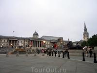 Все нормально и спокойно как всегда - фонтаны журчат, львы сидят, галерея и храм стоят. И только туристы каждый день другие.
