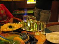 ...персонал любезно ответит на любые вопросы (на русском – без проблем) и даже покажет непосредственно сам ритуал пития этого напитка французской богемы ...