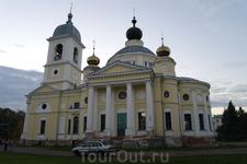 Самый крупный собор в Мышкине это собор Успения Божей Матери, возведен 1805-1820 годы