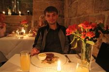 Dalhousie Castle - мой муж Андрей и его сочный бифштекс =)