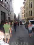 Стамбул делится на несколько районов, кажется, 6, но я могу и ошибаться! Наш отель находился в районе Лалели - это промышленно-торговый район, а это одна ...