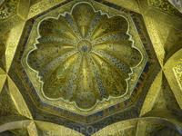 Элемент потолка. Это купол Максуры с византийской мозаикой( в оригинале - в коричневых тонах, что-то с цветопередачей...)