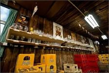 """На переднем плане пиво """"Leffe"""". Когда то его тоже производили цистерианцы, но мировой пивной гигант Интербрю выкупил у них право на призводство  этого ..."""