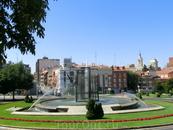 Plaza de Bejanque - красивая ухоженная площадь с фонтаном.