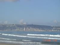 Вид на Хайфу с пляжа в Кирьят Бялике...