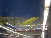 На потолке в метро аэропорта Барахас в Мадриде висит такая модель самолета