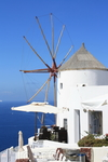 Санторини. Знаменитые мельницы-символ острова.
