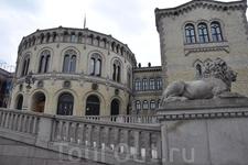 Прогулка по городу. Здание Парламента.