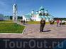 Свято-Тройицкий Александра Свирского действующий мужской монастырь. Юбка и платочек - обязательны.