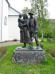 Шахтеров и членов их семей хоронили к северу от церкви. До сих пор сохранилось несколько чугунных крестов.