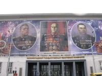 9 мая 2007 года. Праздничный плакат в честь 62-й годовщины Победы в Великой Отечественной войне на здании университета.