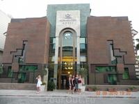 Главный корпус отеля Амбассадор