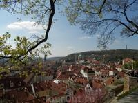 Вид на Градчины со смотровой площадки сада на Валах
