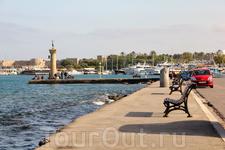 Порт Мандраки - одно из особых мест города
