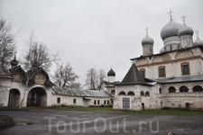 Знаменский Собор с Святыми воротами