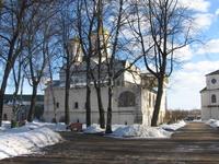 В Ярославле аки в Суздале или любом малом Российском городе в старом городе на каждом шагу церкви.