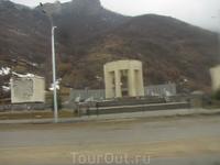 мемориал, посвященный выселению черкесов в 1943 году.