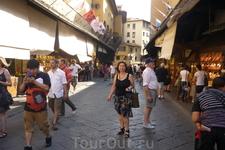 В настоящее время  во Флоренции 9 мостов. Понте Веккьо  ( Ponte  Vecchio) самый древний в городе,это единственный мост,сохранивший  первоначальный вид ...