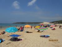 А это пляж болонья под Тарифой. Видите вдалеке песчаную дюну? Туда все ходят гулять. забраться на нее - нелегкое дело. Это небольшой экстрим. Ну чтобы ...