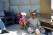В Египетской ремесленной деревне. Рядом с бедуином изготавливающего вазу ручным способом