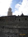 Это средневековый замок