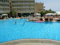 Утро бассейн отеля