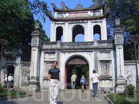 Ханой - Храм Литературы, ворота 1200г.н.э.
