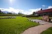 На территории крепости Корела есть сцена, лавочки, на которых можно посидеть, колодец (правда он был заперт на замок).